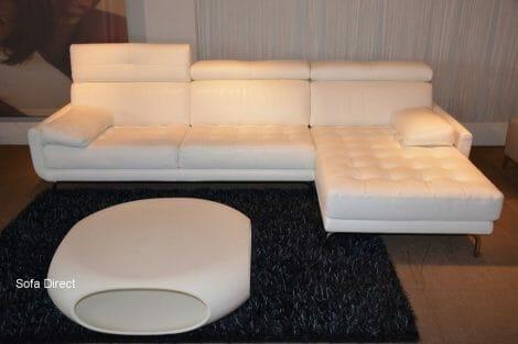 Longchair witte lederen zetel met 3 rugfuncties en 2 losritbare armkussens